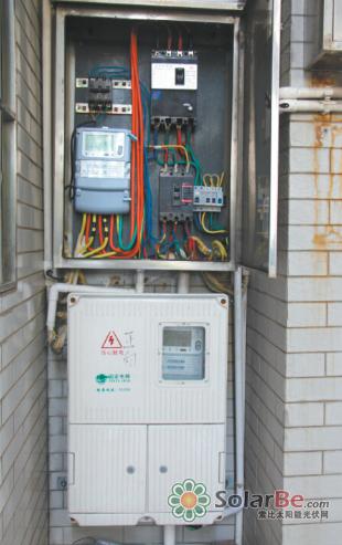 通过两个电表计算,下表为光伏板总发电量