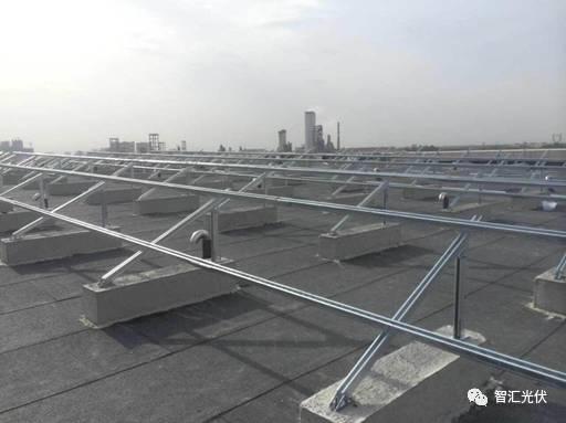 混凝土屋顶上的条形基础-光伏电站基础形式简介图片