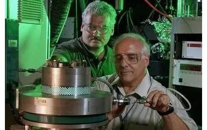 光伏发电原理 太阳能光伏发电原理5分钟短视频告诉您!