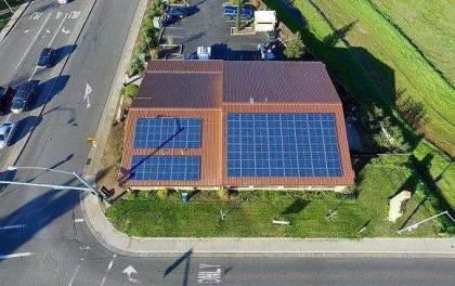 家庭光伏发电系统到底能不能赚钱?什么样的光伏屋顶适合装?