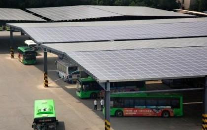 """山东泰安:""""光伏发电""""为公交注入""""绿色""""新能源"""