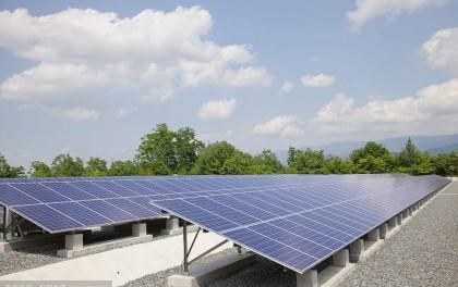 大衣哥朱之文家楼顶建设光伏电站 用上了太阳能发电