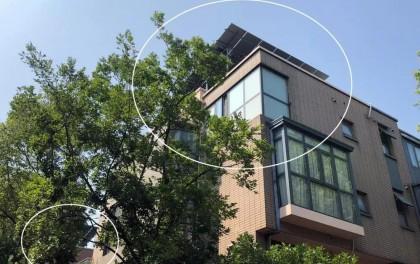 不住人就不是违建?松江一别墅居民在屋顶装2米高太阳能电池板惹争议