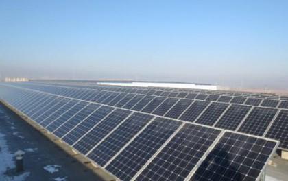 福莱特玻璃上升3%破顶 全国中期光伏发电装机增两成