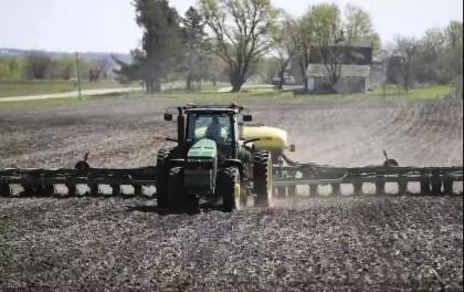 美国农民放弃种植大豆玉米改做光伏发电生意