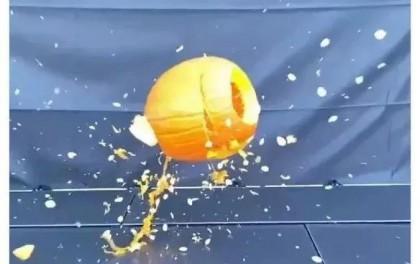 万圣节,马斯克搬起南瓜砸了自家的光伏玻璃板