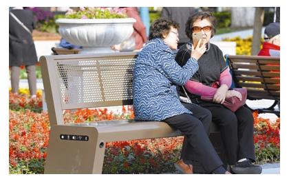 这个太阳能座椅不简单