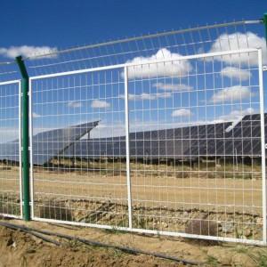 简易铁丝网围栏防护光伏发电站场区