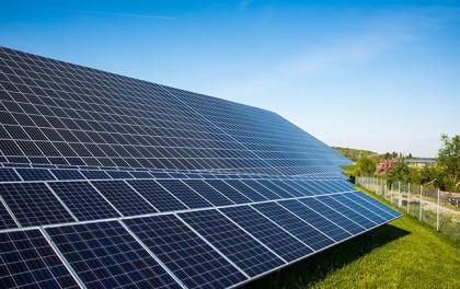 """美科学家发现钙钛矿太阳能电池""""反掺杂""""技术可降低生产成本"""