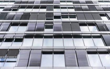 美国研发太阳能窗户 未来建筑物有望自己发电