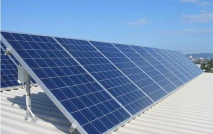 新型高效薄膜太阳能电池比普通太阳能电池板产生更多的能量