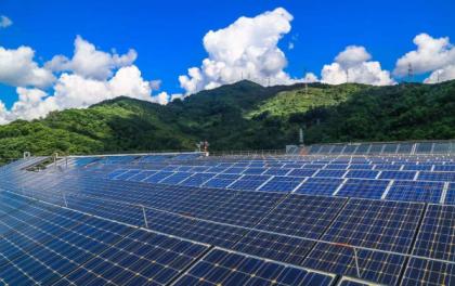光伏发电扶贫增收 海南州绿色产业发展园每年向江苏输送十亿度电